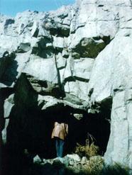 Форт Суворова. Пещерное убежище, вырубленное в скальном контрэскарпе в 1905 г.