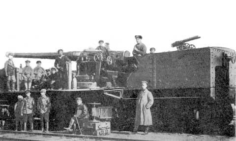"""Железнодорожный артиллерийский транспортер бронепоезда """"Атаман Чуркин"""" со 152-мм/45 пушкой Канэ (будущий траспортер № 3 Береговой артиллерийской железнодорожной батареи № 2) в 1920 г. Из коллекции Н.В. Гаврилкина"""
