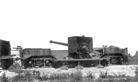 Один из вновь построенных в 1928 - 1929 гг. 152-мм/45 железнодорожных артиллерийских транспортеров береговой артиллерийской железнодорожной батареи № 2 на огневой позиции. Из фондов Военно-исторического музея Тихоокеанского флота