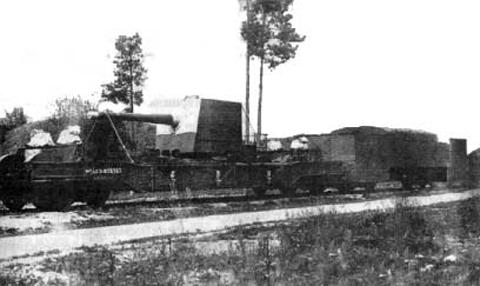 130-мм/55 железнодорожный транспортер береговой артиллерийской железнодорожной батареи № 3 в походе. Из фондов Военно-исторического музея Тихоокеанского флота